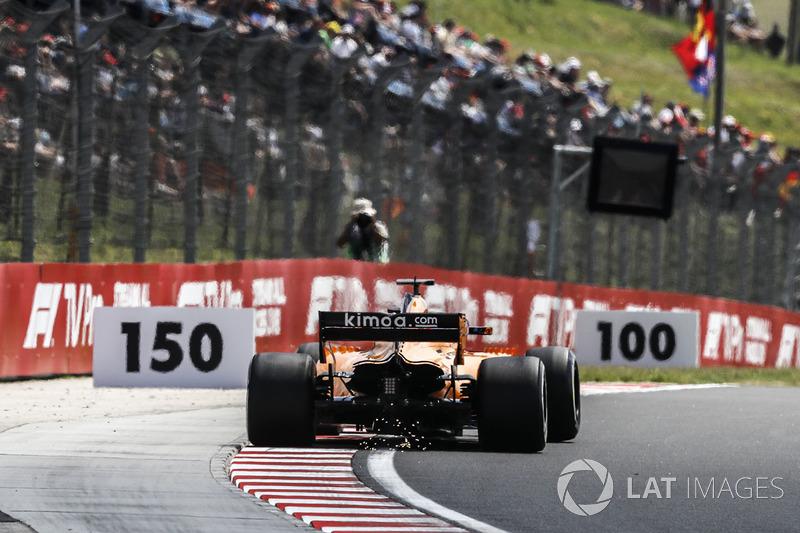 19. Stoffel Vandoorne, McLaren MCL33 sparks
