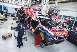 Preparação final no Peugeot 2008 DKR