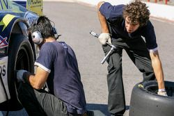 Mécaniciens au travail