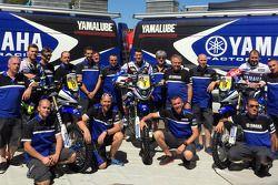 Yamaha team con los pilotos Michael Metge, Olivier Paen, Alessandro Botturi