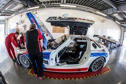 #10 GTRussian Mercedes SLS AMG GT3 en la inspección técnica