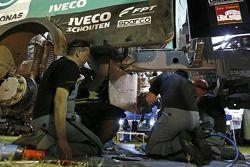 Mecánicos de De Rooy en el trabajo