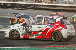 #216 Modena Motorsports Renault X-85 Cup: Wayne Shen, John Shen, Francis Tjia, Marcel Tjia, Christian Chia spins
