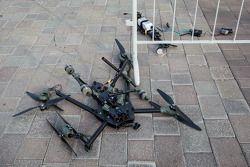 O que restou de um drone após cair no paddock