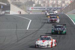 #12 Fach Auto Tech Porsche 997 GT3 R: Otto Klohs, Martin Ragginger, Jens Richter, Sven Müller mène d
