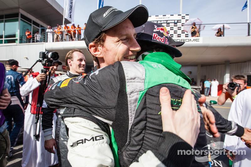 Juara balapan Abdulaziz Al Faisal merayakans bersama Thomas Jäger
