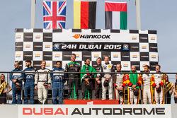Pódio Geral: vencedores da corrida Abdulaziz Al Faisal, Hubert Haupt, Yelmer Buurman, Oliver Webb, s