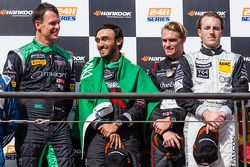 Pódio Geral: vencedores da corrida Abdulaziz Al Faisal, Hubert Haupt, Yelmer Buurman, Oliver Webb