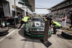 Pit stop per 2 # Black Falcon Mercedes SLS AMG GT3: Abdulaziz Al Faisal, Hubert Haupt, Yelmer Buurma