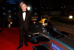 رئيس الإتحاد الدولي للسيارات جون تود
