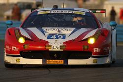#49 AF Corse Ferrari 458 Italia: Пасін Латурас, Michele Rugolo, Руї Агуас