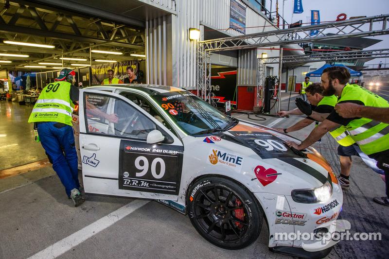 #90 Car Point S Racing Schmieglitz Seat Leon Supercopa: Daniel Schmieglitz, Cyndie Allemann, Heino Bo Frederiksen, Axel Wiegner, Heinz Jürgen Kroner in the pits