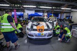 #90 Car Point S Racing Schmieglitz, SEAT Leon Supercopa: Daniel Schmieglitz, Cyndie Allemann, Heino Bo Frederiksen, Axel Wiegner, Heinz Jürgen Kroner in der Box