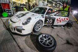 Pits, parada del #20 MRS GT-Racing Porsche 991 Cup: Manuel Nicolaidis, Olivier Baharian, Thierry B