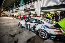 Boxenstopp für #26 Black Falcon, Porsche 991 Cup: Saud Al Faisal, Anders Fjordbach, Keita Sewa, Andr