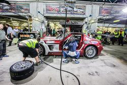 وقفة صيانة للسيارة رقم 30 رام ريسينغ مرسيدس أس أل أس إيه أم جي3: شيراغ إيريا، توماس جاغر، تومأوسلو-ك