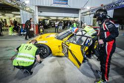 Boxenstopp für #19 V8 Racing, Chevrolet Corvette C6R ZR1: Rick Abresch, Alex van't Hoff, Wolf Nathan, Nicky Pastorelli, Miguel Ramos