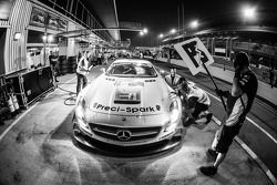 Arrêt au stand : #18 Preci - Spark Mercedes SLS AMG GT3: David Jones, Godfrey Jones, Philip Jones, Gareth Jones, Morgan Jones