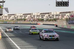 #76 Racingdivas by Las Moras BMW M235i Racing Cup: Liesette Braams, Sandra van der Sloot, Gaby Uljee, Max Partl : Sous le drapeau à damier