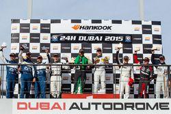A6-Pro-Podium: Klassensieger Abdulaziz Al Faisal und Yelmer Buurman, 2. Cheerag Arya, Thomas Jäger,