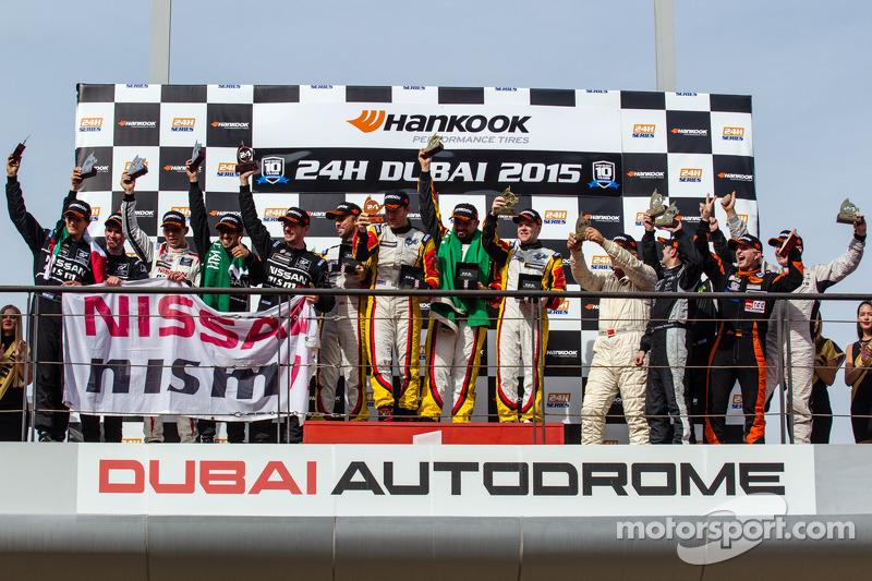 A6-Am podio: ganadores de clase Mohammed Jawa, Jordan Grogor, Matt Griffin, Rob Barff, second place