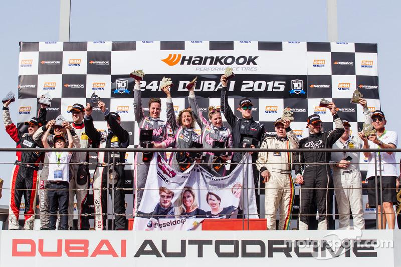 CUP1 podio: vincitori per classe Liesette Braams, Sandra van der Sloot, Gaby Uljee, Max Partl, secon