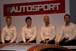 سائق ماكلارين جي تي من اليسار: روس ويلي، أندرو واتسون روب بيل وأندرو كيركالدي