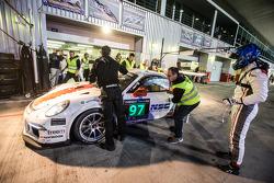 Pit stop for #97 GDL Racing Porsche 991 Cup: John Iossifidis, Wee Lim Koeng, Michael Spiridinov, Mel