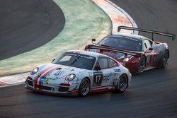 #17 Ruffier Racing Porsche 997 Cup: Patrice Lafargue, Paul Lafarge, Gabriel Abergel, #88 Dragon Raci