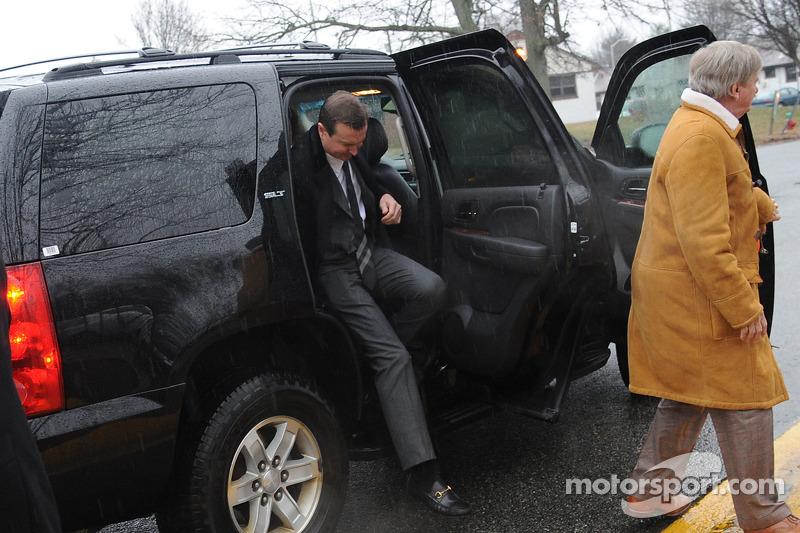 Kurt Busch arrive à la cour