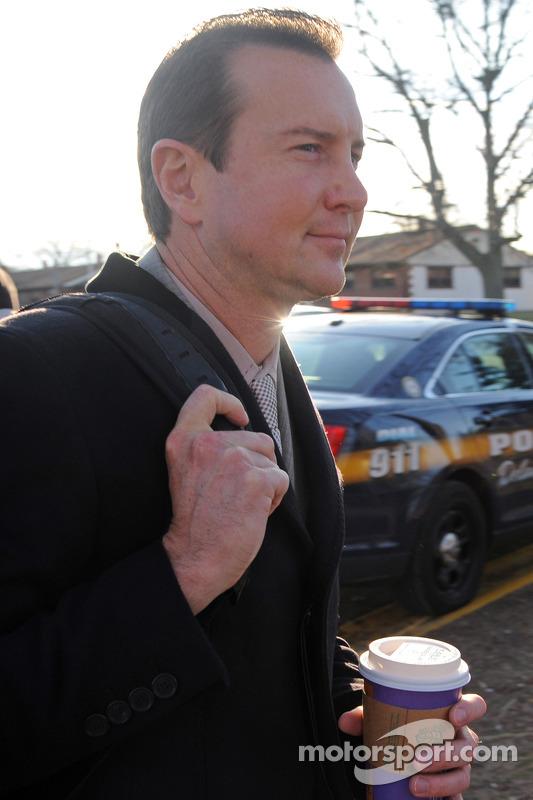 Kurt Busch e Rusty Hardin deixam o tribunal depois de uma audiência sobre acusações de agressão cont