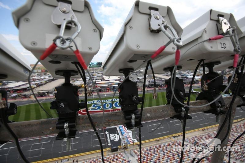 Kameras und Sensoren zur Überwachung der Boxengasse