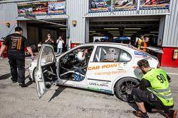 Pits, parada del #90 auto Poent S Racing Schmieglitz Seat Leon Supercopa: Daniel Schmieglitz, Candie Allemann, Heeno Bo Frederiksen, Axel Wiegner, Heenz Jürgen Kroner