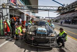 Pitstop voor #78 JR Motorsport BMW E46 GTR: Harry Hilders, Gijs Bessem, Daan Meijer, Roger Grouwels