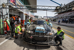 Pit stop for #78 JR Motorsport BMW E46 GTR: Harry Hilders, Gijs Bessem, Daan Meijer, Roger Grouwels