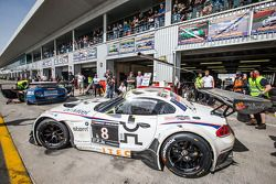 Pit stop para o # 8 Triplo GT3 Oito BMW Z4: Lee Mowle, Joe Osborne, Jacques Duyver, Charlie Hollings