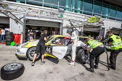 Pit stop for #46 MRS GT-Racing Porsche 991 Cup: Siegfried Venema, Chris le Bon, Ilya Melnikov, Bassa