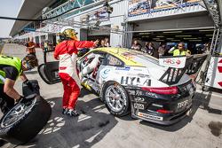 Pit stop per # 46 MRS GT-Corsa Porsche 991 Cup: Siegfried Venema, Chris le Bon, Ilya Melnikov, Bassam Konfli, Elia Erhar