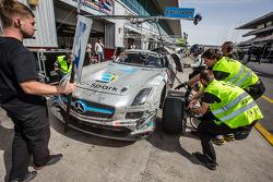 Pit stop for #18 Preci - Spark Mercedes SLS AMG GT3: David Jones, Godfrey Jones, Philip Jones, Garet