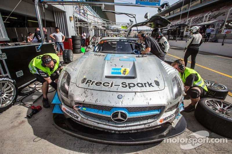 Pits, parada del #18 Preci - Spark Mercedes SLS AMG GT3: David Jones, Godfrey Jones, Philip Jones,
