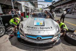 Pit stop per # 18 Preci - Spark Mercedes SLS AMG GT3: David Jones, Godfrey Jones, Philip Jones, Gare
