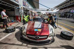 Pit stop for #30 Ram Racing Mercedes SLS AMG GT3: Cheerag Arya, Thomas Jäger, Tom Onslow-Cole, Adam Christodoulou
