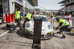 Pit stop for #25 Black Falcon Porsche 991 Cup: Burkard Kaiser, Manuel Metzger, Christian Raubach