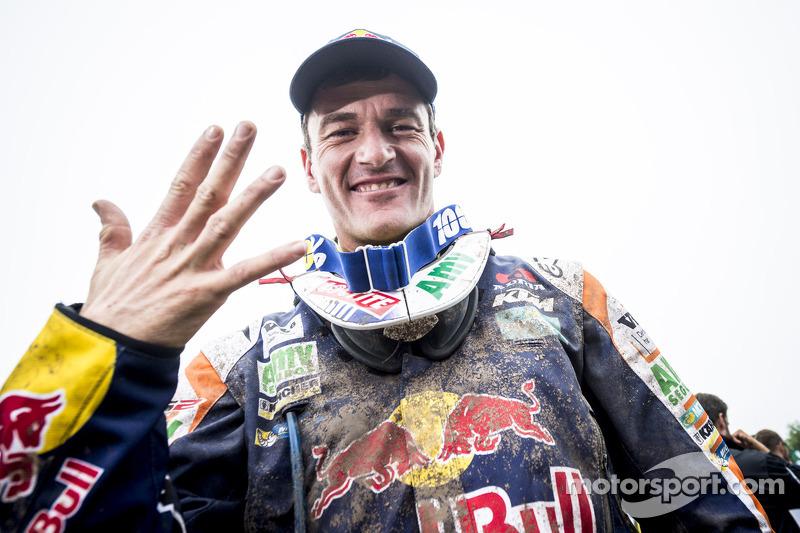 En 2015, Marc Coma entró en la leyenda del Dakar al ganar su quinto Touareg en moto, igualando números que solo pilotos míticos de otras épocas habían logrado hasta el momento (Peterhansel, Neveu y Despres). Además, el catalán anunció su retirada.