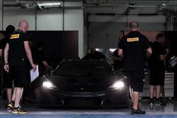 إختبار سيارة مكلارن بي1 جي.تي.آر