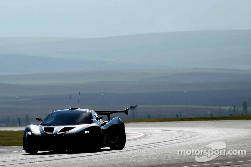 Prueba del McLaren P1 GTR