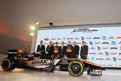 (Von links nach rechts): Carlos Slim, Präsident von America Movil, mit Francisco Maass Pena, stellve
