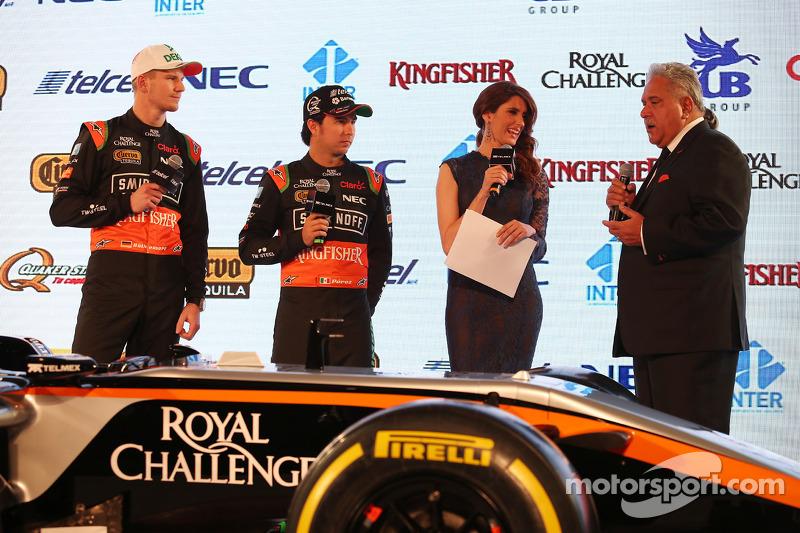 (da sinistra a destra): Nico Hulkenberg, Sahara Force India F1 con il compagno di squadra Perez, Sah