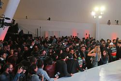 Sergio Perez, Sahara Force India F1, und Nico Hülkenberg, Sahara Force India F1, mit der Presse