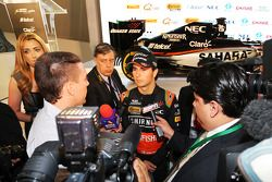 Sergio Perez, Sahara Force India F1 medya ile birlikte